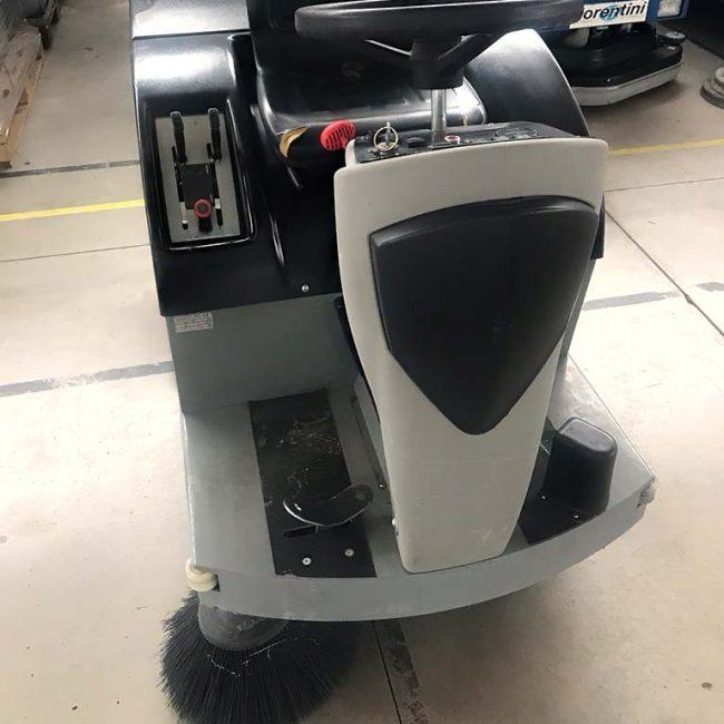 masina de curatat pardoseli UBF28 Diesel